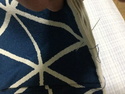 ③折り曲げたところを縫い付ける。