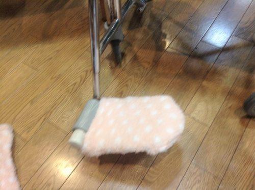 車椅子フットレスト、もごこ靴下を被せる
