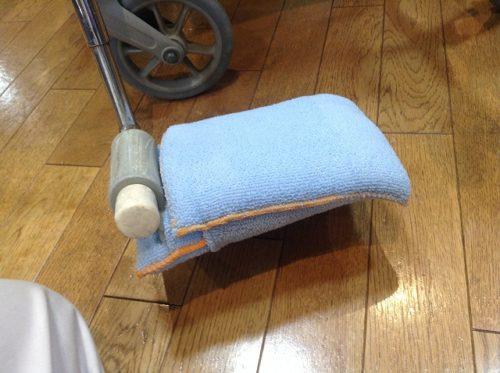 車椅子フットレスト、マイクロファイバースポンジを被せる