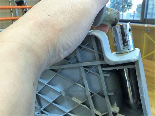 ②この外ゴムは、外傷防止とフットレストが抜け落ちないようにするためのストッパーの役割を担っている。